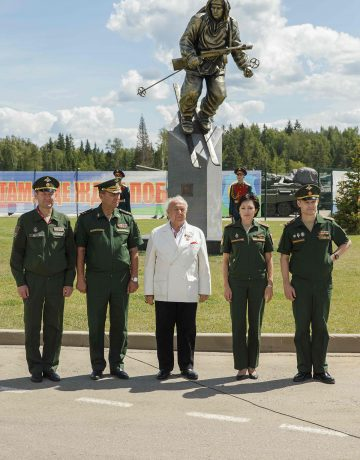 "Presentation of the sculptural composition ""Soldier-Skier"""