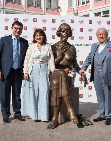 Inauguration of the Monument to Marina Tsevetaeva in Moscow