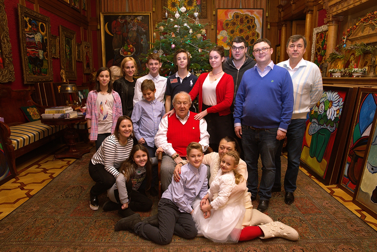 With his family in the studio on Bolshaya Gruzinskaya street, Moscow. 2017